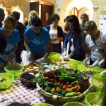 sagra-insalata-grika-martignano-preparazione-insalata
