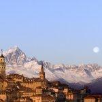 Saluzzo-panoramica-con-Monviso-foto-archivio-IAT-Saluzzo