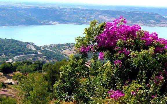 Sorradile - panoramica - sul - lago - Omodeo
