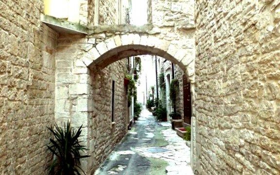 Via Arco Santa Chiara, Acquaviva delle Fonti