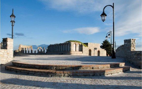 Albidona-piazza-castello