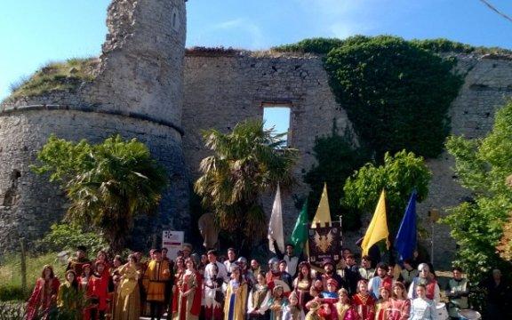 Archi, un salto nel Medioevo