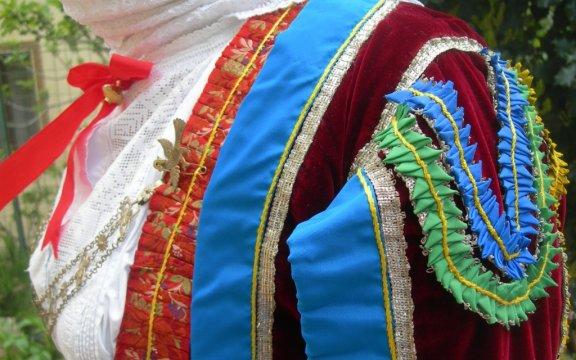 particolare del costume tradizionale femminile di Aritzo