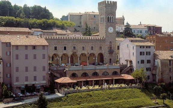 Bertinoro-Donne-in-blues-balcone-di-romagna