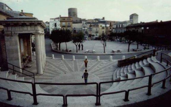 Biccari_Esedra_Piazza_Matteotti_fontana_monumentale