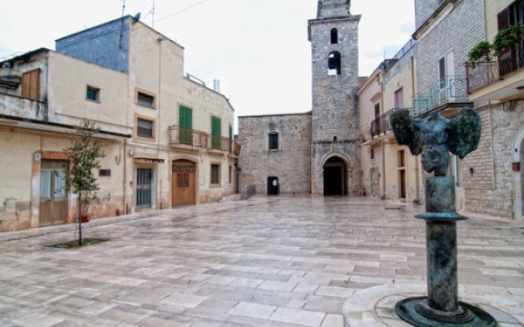Bitetto-la-Vetana-e-scultura-di-Icaro