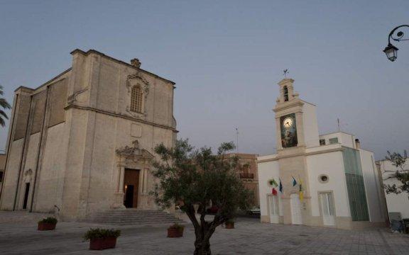 Borgagne-chiesa-madre-e-campanile-civico