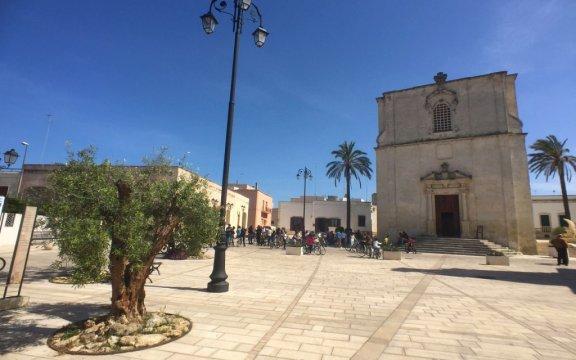 Borgagne-piazza-e-chiesa-madre