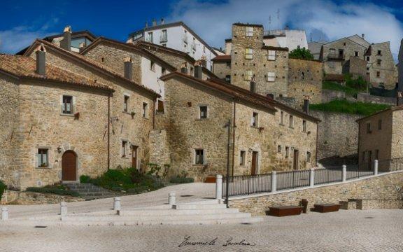 Castel-del-Giudice-BorgoTufi