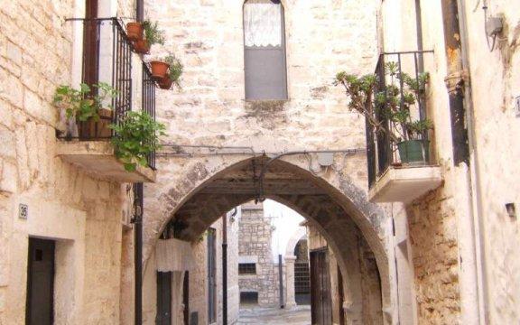 Bitetto-centro-storico-arco-Sant-Antonio