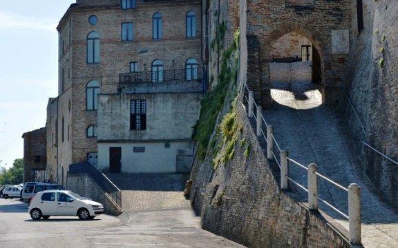 Carassai-strada-sotto-le-mura