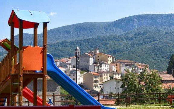 Castel-del-Giudice-giochi-bimbi