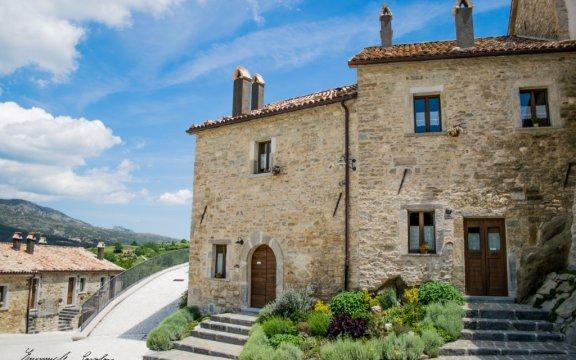 Castel-del-Giudice-il-rinnovamento-di-BorgoTufi