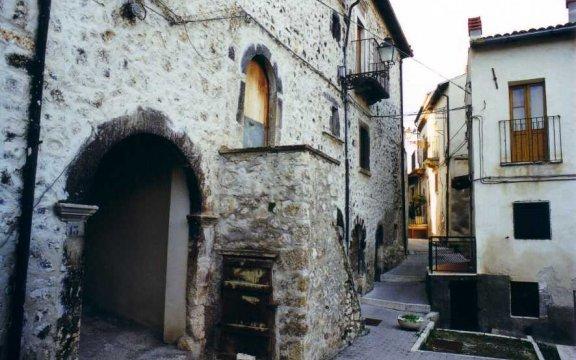 Castel_di_Ieri_centro