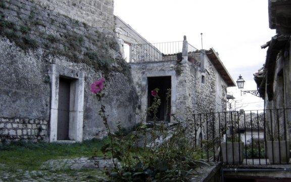 Castel-di-Ieri, case storiche
