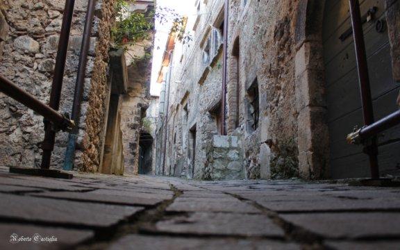 Castelvecchio-Calvisio-Abruzzo-Borghi-Autentici-Italia-foto-Roberto-Castiglia