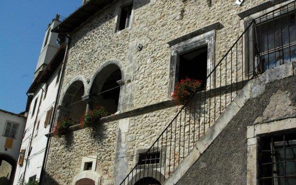 Castelvecchio-Subequo-edifici-storici-foto-Giuseppe-Cera
