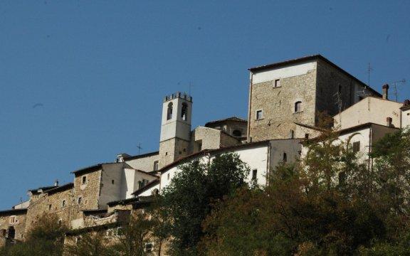 Castelvecchio-Subequo-facciate-foto-Giuseppe-Cera