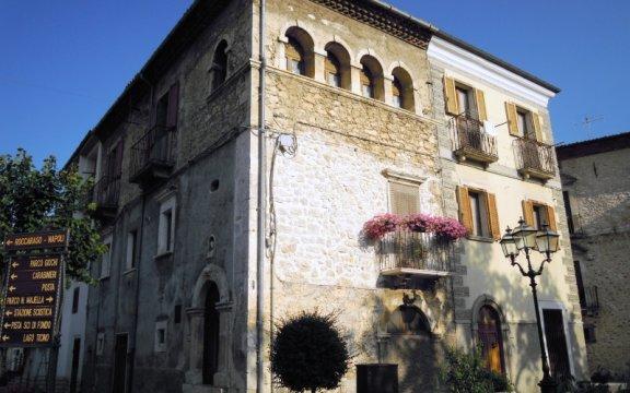 Campo_di_Giove_palazzo_storico