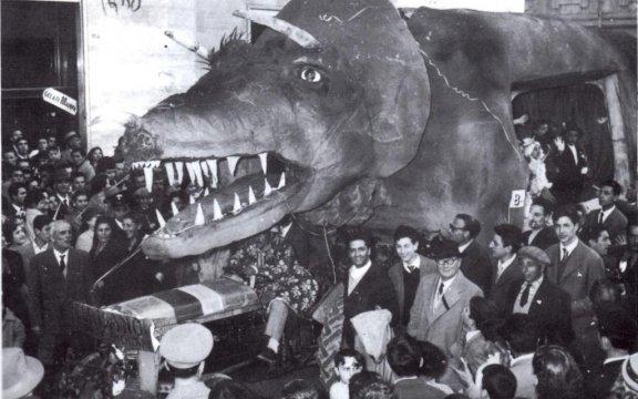 Cerisano-carro-allegorico-Triceratopo-1958