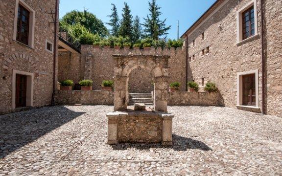 Cerisano-Palazzo-Sersale-interni