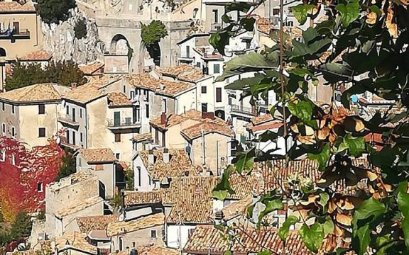 Cervara-di-Roma-scorcio-case