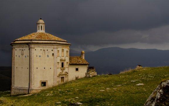 Chiesa-di-San_Francesco_RoccaCalascio-ph.Fabio-Menichini