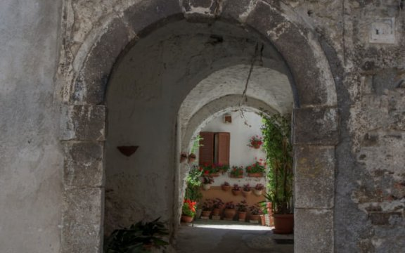 Civitella Roveto_portale_pietra