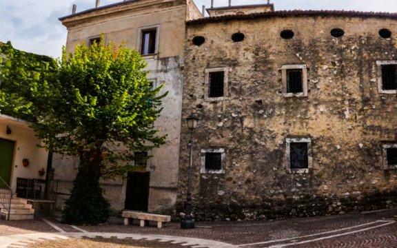 Civitella_Roveto_uno_dei_palazzi