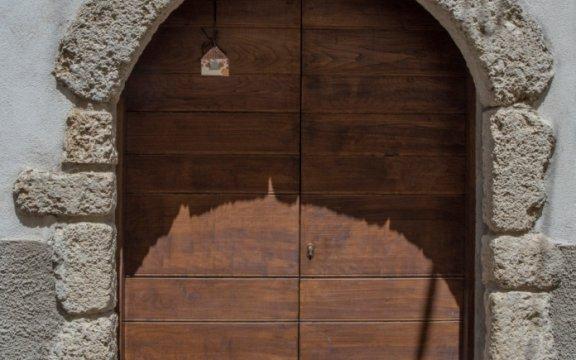 Civitella_Roveto_portale_in_pietra
