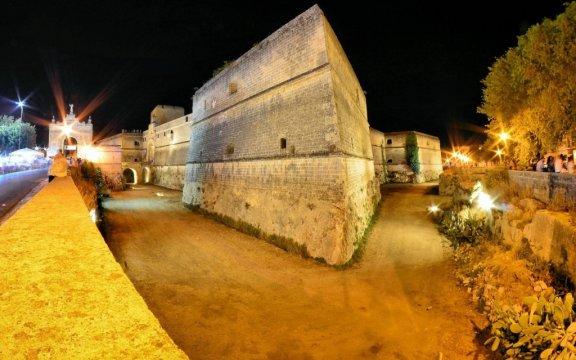 Copertino-notturna-monumentale-castello