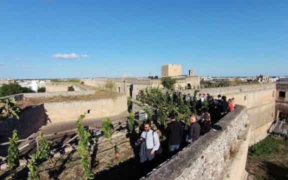 Copertino-passeggiata-storica-sulle-mura-del-castello