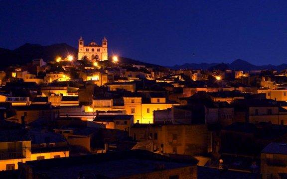 Cuglieri-notturna-da-pagina-fb-comunale