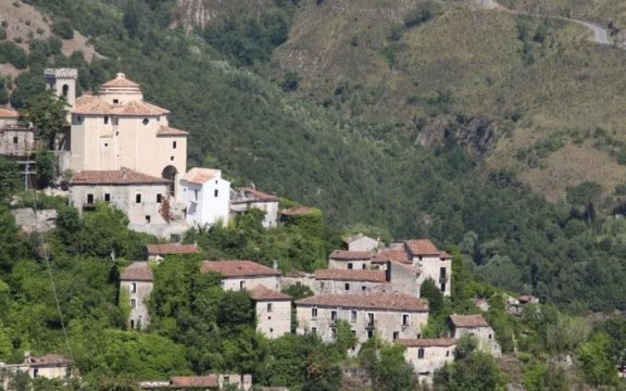 Laino-Castello-Chiesa-panorama