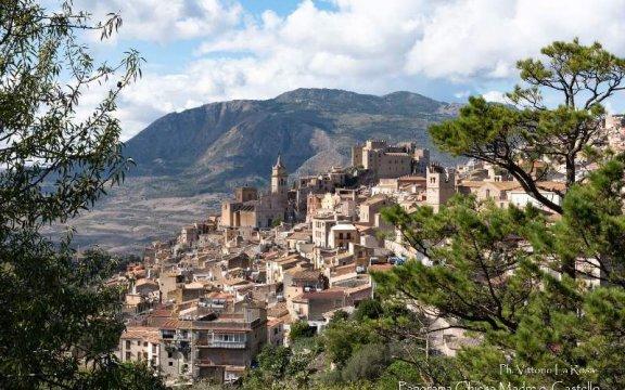 borgo-antico-di-Caccamo-panorama-ph-Vittorio-La-Rosa