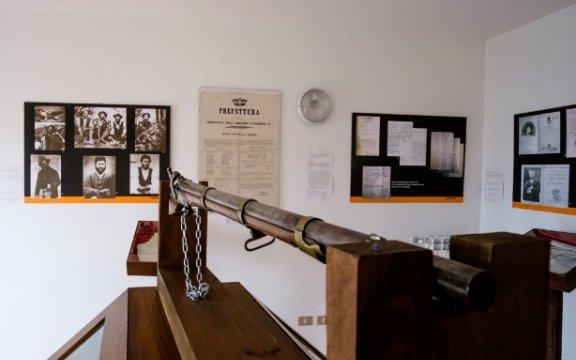 particolare della sala del brigantaggio di palazzo colelli. Sante Marie.Abruzzo