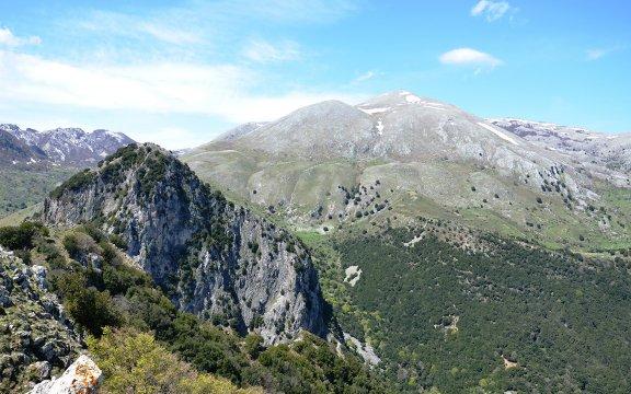 Petralia-Sottana-Pizzo-Canna-e-Monte-Ferro-veduta-da-Piano-Farina
