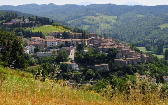 Pietralunga-panorama-diurno-credits-Fabio-Menichini