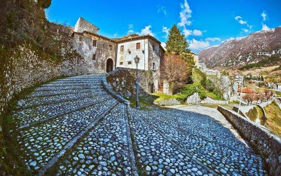 Porta-Flora-Palazzo-Cerroni-Civita-d-Antino