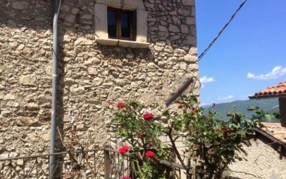 Rocca-di-Botte-casa-natale-SanPietroEremita-ph.Enzo-D'Urbano