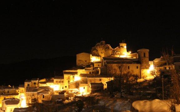 Roccasicura-panorama-notturno