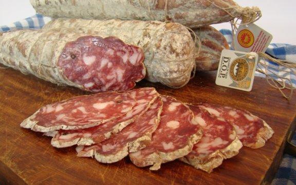 salame-di-varzi-Montesegale-comunita-del-cibo-buono-e-autentico