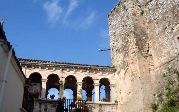 SAN-NICANDRO-GARGANICO-castello-ph-DS-Antonacci