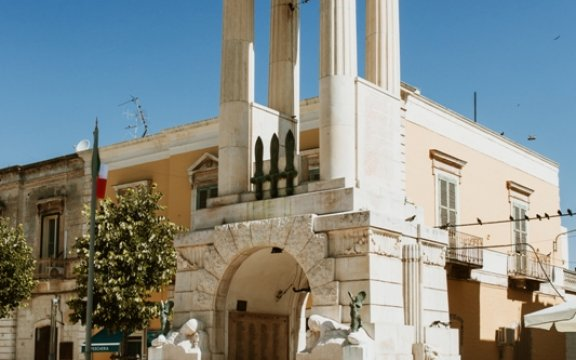 monumento-ai-caduti-sannicandro-di-bari
