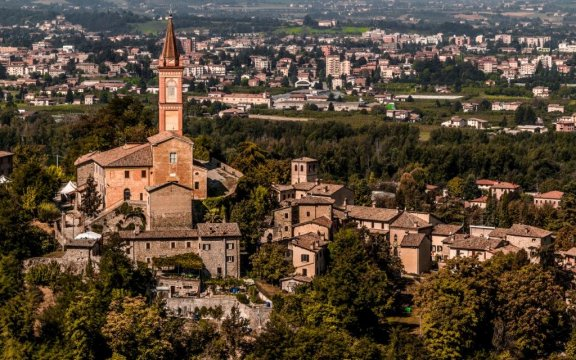 Savignano-sul-Panaro-borgo-antico-e-moderno-foto-Nacchio'sBrothers