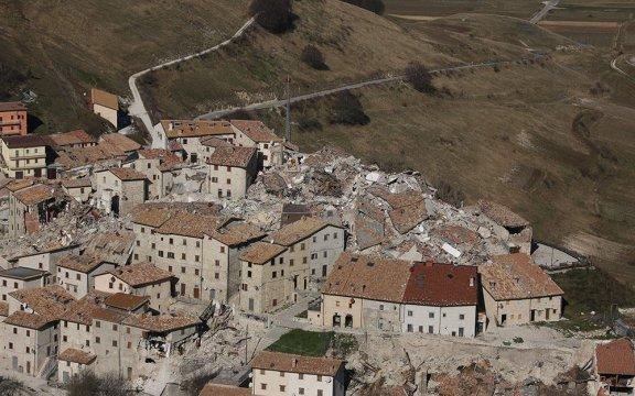 Terremoto centro Italia foto dall'alto a cura della Protezione Civile