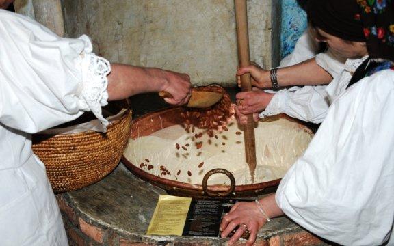 Tonara-preparazione-del-torrone