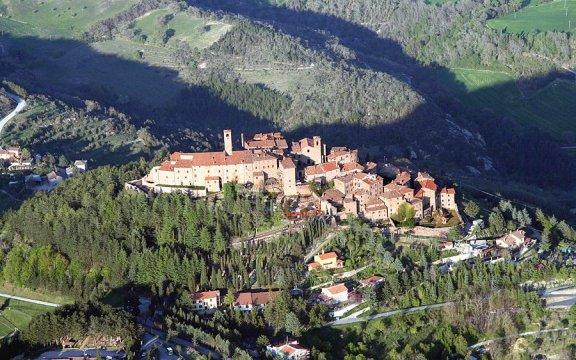 Il Borgo di Monte Santa Maria Tiberina visto dall'Alto
