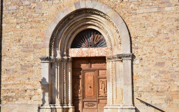 Castelnuovo-della-Daunia-portale-Chiesa-Matrice