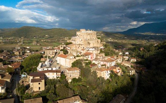 Limatola-Campania-scorcio-del-castello-e-del-borgo